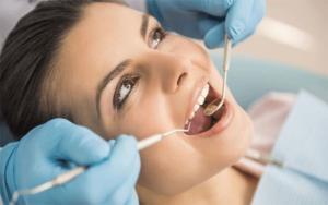 عملية-زرع-الأسنان-في-تونس